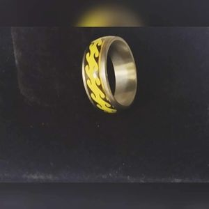 Nwot stainless steel black and yellow ring 7 1/2